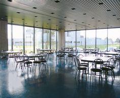 Bail de local, loft et  espace commercial à louer dans un immeuble commerciale d'affaires à Vaudreuil-Dorion, près de Montréal (Québec). Location d'espace  pour commerce de différentes dimensions disponibles immédiatement pour louer dans ce bâtiment.