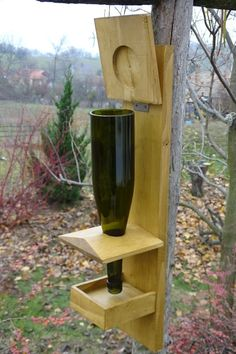 Vogelhäuser A Little Known Fact When Quitting Smoking And How To Stay Quit Have you ever gotten your Wood Bird Feeder, Bird Feeder Plans, Bird House Feeder, Small Woodworking Projects, Diy Woodworking, Cutting Wine Bottles, Wood Toys Plans, Bird Houses Painted, Wine Bottle Holders