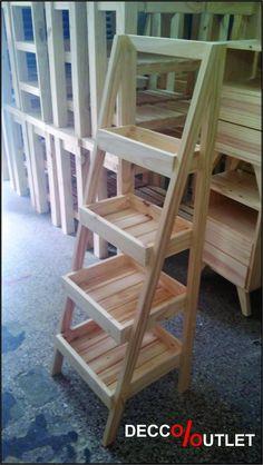 Estantes exhibidores hechos con paletas estibas recicladas for Repisa escalera