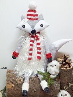 Zimná líška je ušitá z bavlnených látok, filcu, celá je obalená do bielej kožušiny s dlhým vlasom.  Šálik aj čiapočku má upletenú z bavlnenej priadze.  Dokáže samostatne sedieť napr. na hrane komody, poličky...  Nie je určená na hranie, je to skôr dekorácia. Christmas Ornaments, Holiday Decor, Home Decor, Decoration Home, Room Decor, Christmas Jewelry, Christmas Decorations, Home Interior Design, Christmas Decor