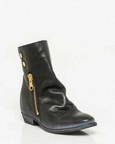 Bottillon de similicuir zippé @lechateau #placevillemarie #bottes #boots #bottillon