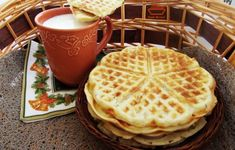 Saratele preparate la aparatul de gofre - Rețete Merișor Pancakes, French Toast, Cooking Recipes, Cooking Ideas, Brunch, Food And Drink, Baking, Breakfast, Desserts