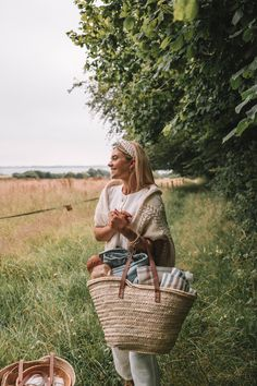 Grab some of our Spring picnic ideas and head for the hills with a simple lunch. Social distancing does not mean staying cooped up inside all day! Cold Picnic Foods, Family Picnic Foods, Beach Picnic, Summer Picnic, Summer Sun, Picnic Table Covers, Picnic Essentials, Picnic Time, Picnic Parties