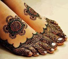 Beautiful Arabic Mehndi Design for feet -- like the short look