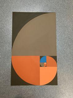 Her har jeg lavet det gyldne snit. Som min hovedfarve har jeg brugt orange.  Til opgaven har jeg brugt stregtrækker pensel og stregtrækker lineal og mine pensler