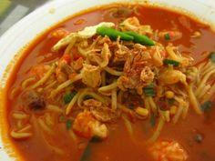 Mie Aceh merupakan salah satu masakan khas Aceh dengan rasa yang spesial. Mie Aceh sendiri menggunakan mie kuning tebal sebagai bahan utamanya dengan bumbu-bumbu spesial yang gurih dan pedas serta ditambah dengan irisan daging sapi, daging kambing, d