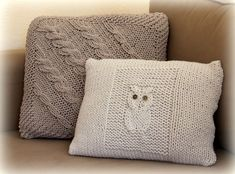 owl cushion knitting pattern (in French) Crochet Home, Knit Crochet, Owl Cushion, Knitted Cushions, Knit Pillow, Blanket Stitch, Knitting Accessories, Cushion Covers, Knitting Projects