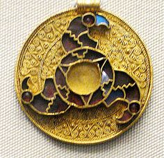 Early 7th century Anglo-Saxon pendant, found in Kent, gold with garnets and blue millefiori glass