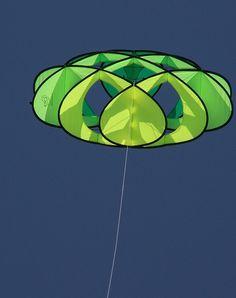 Kite Designs, Box Kite, Kite Making, Stunt Kite, Go Fly A Kite, Kites, Sacred Geometry, Traveling By Yourself, Balloons
