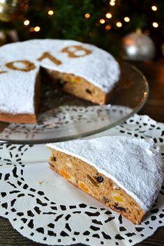 Βασιλόπιτα-κέικ με αποξηραμένα φρούτα | Nutricookbook Bread, Food, Essen, Breads, Baking, Buns, Yemek, Meals