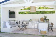 Before & After: California Backyard Remodel Outdoor Kitchen Patio, Outdoor Kitchen Countertops, Outdoor Kitchen Design, Outdoor Rooms, Outdoor Living, Outdoor Ideas, Small Outdoor Kitchens, Design Grill, California Room