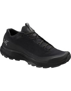 Fast and light GORE-TEX footwear for day hiking technical trails. Salomon Shoes Mens, All Black Sneakers, Black Shoes, Backpack Tags, Field Jacket, Gore Tex, Footwear, Eye, Parkas