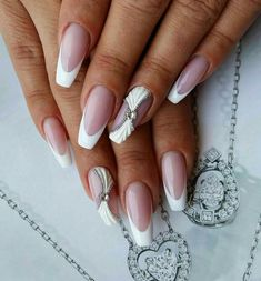 French tip nails are chic, delicate and gorgeous. It is a classic nail art design type, in recent years it has become the trend of nail art design. The history of French tip nails was first used by French models to make them look clean and beautiful. French Tip Nail Designs, French Tip Nails, Nail Art Designs, Sexy Nails, Cute Nails, Pretty Nails, Bridal Nails Designs, Classic Nails, Manicure Y Pedicure