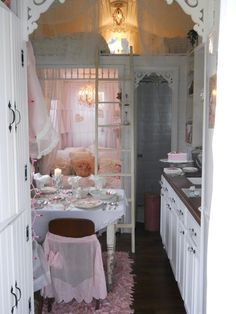 The prettiest little house I have ever seen! http://shabbychictinyretreat.blogspot.com/search/label/My%20Tiny%20House