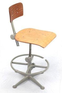 Friso Kramer atelierstoel tekenstoel werkstoel Workplace, Stool, Furniture, Design, Home Decor, Atelier, Stools, Interior Design, Design Comics