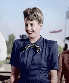 Eva Peron en 1948 President Of Argentina, Victoria, People Talk, Queen, 1940s, Style Icons, Actresses, History, Retro