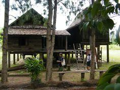 เรือนจั่วเดียวหรือเฮือนเกย Thai House, Oriental Style, Wooden House, Little Houses, Small Living, Singapore, Bamboo, Thailand, Villa