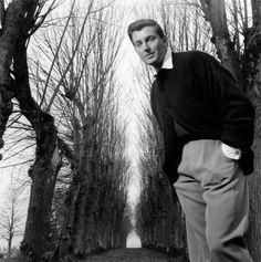 Hubert de Givenchy 1952 |¤ Robert Doisneau | 21 septembre 2015 |  Atelier Robert Doisneau | Offical website