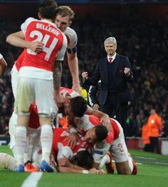 Arsenal 2-0 Bayern Munich.Tue 20th Oct 19.45 Emirates Stadium. UEFA Champions League. Mesut Ozil and the team celebrates his goal (90).