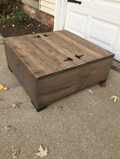diy storage coffee table Learn how to build this R - diystroage Garden Coffee Table, Outdoor Coffee Tables, Diy Coffee Table, Diy Table, Country Coffee Table, Coffee Table With Storage Plans, Patio Storage, Diy Storage Table, Easy Wood Projects