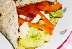 Reteta Tortillas cu legume si mozzarella #reteta #dinner #cina #mancare Mozzarella, Food Dishes, Main Dishes, Tortillas, Diet Recipes, Tacos, Dinner, Ethnic Recipes, Green