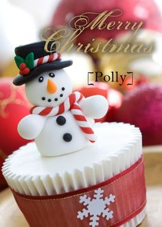 Schneemann Figur aus Fondant machen / Ideas for topping of cupcakes Christmas Sweets, Noel Christmas, Christmas Goodies, Christmas Baking, Christmas Cakes, Christmas Recipes, Aqua Christmas, Christmas Ribbon, Holiday Recipes