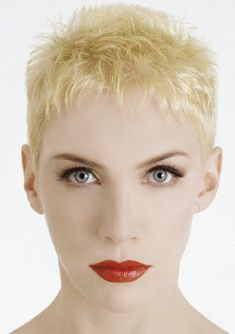 Annie Lennox had her statement bleach blonde pixie crop in the 80s #TBT #80s #RetroBeauty
