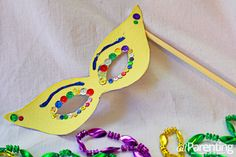 Bring Bourbon Street home in a flash with these Mardi Gras crafts for kids. Preschool Arts And Crafts, Fun Crafts For Kids, Diy For Kids, Carnival Crafts, Carnival Ideas, Craft Images, Mardi Gras Party, Spring Crafts, Mask For Kids
