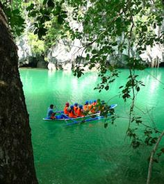 Puerto Princesa Underground River is now officially listed in The New 7 Wonders of Nature. This page offers Puerto Princesa Underground River Travel Guide. Puerto Princesa Subterranean River, Places To Travel, Places To See, 7 Natural Wonders, Palawan, Beautiful Places To Visit, World Heritage Sites, Philippines, National Parks