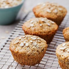 Healthy vegan oat muffins, apple and banana cakes on a cooling rack grey textile background Oat Bran Muffins, Breakfast Muffins, Healthy Snacks List, Healthy Baking, Muffin Bread, Healthy Ice Cream, Bread Cake, Muffin Recipes, Dessert Recipes