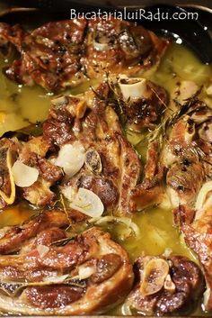 friptura de miel Jacque Pepin, Romanian Food, Polish Recipes, Lamb Recipes, Bacon, Recipies, Pork, Food And Drink, Low Carb