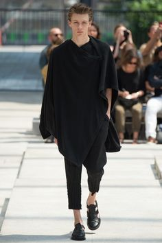 Issey Miyake Spring 2017 Menswear Fashion Show