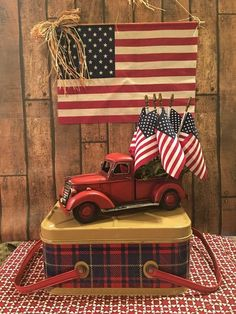 Totally Inspiring Farmhouse Of July Decoration Ideas - Through the years, friends and families have always been excited about gathering to celebrate the of July together. Everyone definitely does love . Fourth Of July Decor, 4th Of July Decorations, 4th Of July Party, July 4th, Americana Decorations, Patriotic Crafts, July Crafts, Americana Crafts, Red Truck Decor