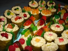 Candy Sushi. Making this next week for my daughter's friend party instead of another cake! Japanese themed party!