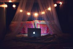 Love the hanging fabric with the lighting #dorm #college
