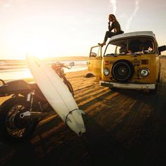 thehivernant:  Sunset + surfboard + triumph motorcycle + vw van + good friends = a pretty durn good summer night! #summervibes      Photo by @kvnbnntt      #hvrntfieldguide