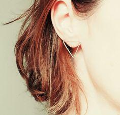 Boucles d'oreille triangles argent, puces argent, argent martelé, grands triangles argent, bijou contemporain