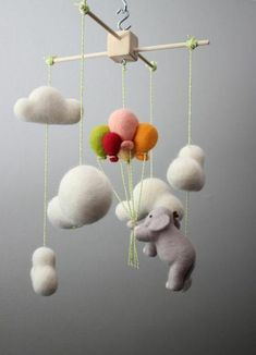 bastelidee kinderzimmer ideen mobile basteln Tips on Decorating Your Baby Nursery How Exciting! Kids Crafts, Baby Crafts, Felt Crafts, Diy And Crafts, Mobile Craft, Felt Mobile, Mobile Mobile, Diy Bebe, Felt Baby