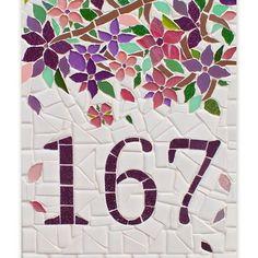 NUMERO EM MOSAICO FLORES NO LAR Mosaic Tray, Mosaic Tile Art, Mosaic Glass, Glass Art, Mosaic Art Projects, Mosaic Crafts, Mosaic Designs, Mosaic Patterns, Vitromosaico Ideas