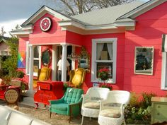 I would love to shop here! Dallas Shopping, Store Displays, Love To Shop, Thrifting, House Design, Diy Crafts, Crafty, Cool Stuff, Boutiques