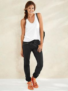 Love this outfit for casual/comfy days, pop of color flip flops too.
