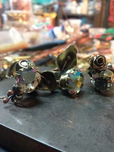 Inspirada en mas clases del profesor Edecio Barazarte nacen esta serie de anillos con uso de elementos orgánicos y flores