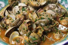 Brodetto is Italy's version of Bouillabaisse. Most of these stews contain different types of fish and shellfish but I saw Ma. Clam Recipes, Seafood Recipes, Great Recipes, Dinner Recipes, Favorite Recipes, Steamed Clams, Little Neck Clams, Tummy Yummy, Clam Chowder