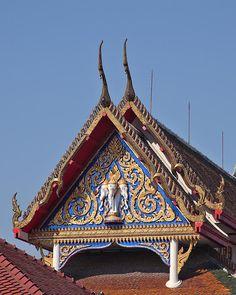 2009 Photograph, Wat Thewarat Kunchorn Gable, Wachira Phayaban, Dusit, Bangkok, Thailand. © 2012.  ภาพถ่าย ๒๕๕๒ วัดเทวราชกุญชร หน้าจั่ว วชิรพยาบาลดุสิตกรุงเทพมหานครประเทศไทย