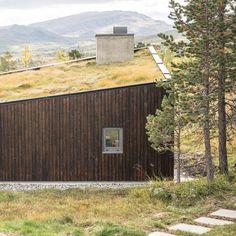 """3,142 likerklikk, 9 kommentarer – Dezeen (@dezeen) på Instagram: """"Trondheim studio Bergersen Arkitekter designed this compact timber-and-concrete cabin in the…"""""""