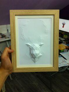 Sculpture cadre Cerf en papier - Paper frame Stag/Deer Sculpture #stag #deer #cerf #paper #papier #papercut #papercraft #pepakura #design #polygon #lowpoly #sculpture #papercraft #mademoisellebox