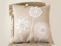 Cream Pillow Cover With Crochet Doily Applique por katrinshine