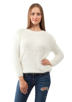 This fluffy sweater features a simple design in white. Versatile and elegant, you can style this sweater with a pair of boyfriend jeans for a chic and comfy look.