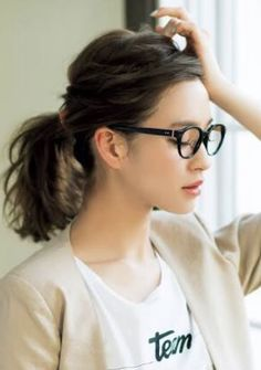 the most beautifl thing is a not naked girl, isn't it? My Hairstyle, Pretty Hairstyles, Medium Hair Styles, Short Hair Styles, Hair Arrange, Corte Y Color, Grunge Hair, About Hair, Hairstyles Haircuts