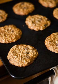soft & chewy oatmeal raisin cookies